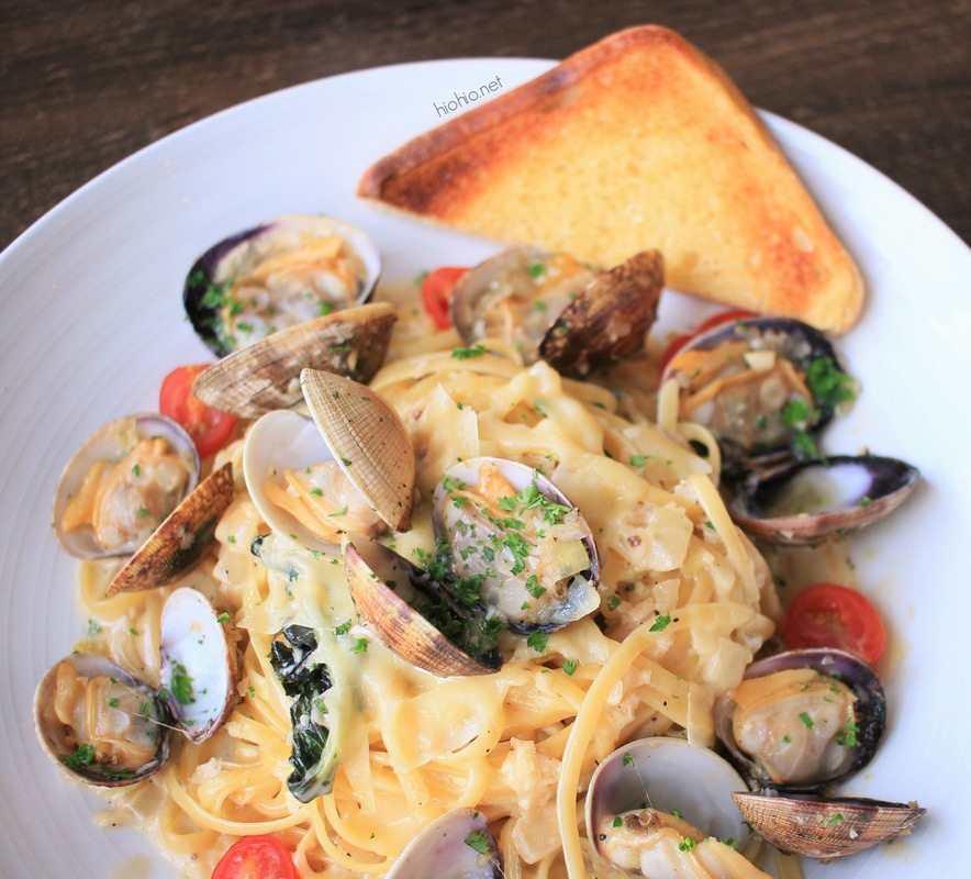 Harbor Restaurant at Pier 38 Oahu Hawaii (Linguine Pasta with Clams).
